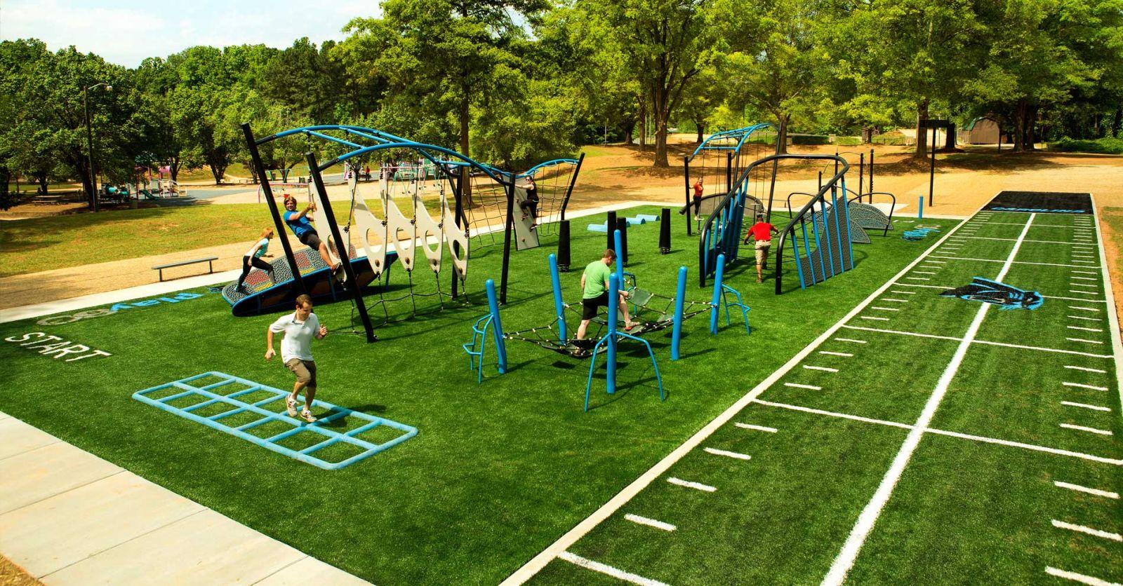Công viên trung tâm với hệ thống máy tập thể dục